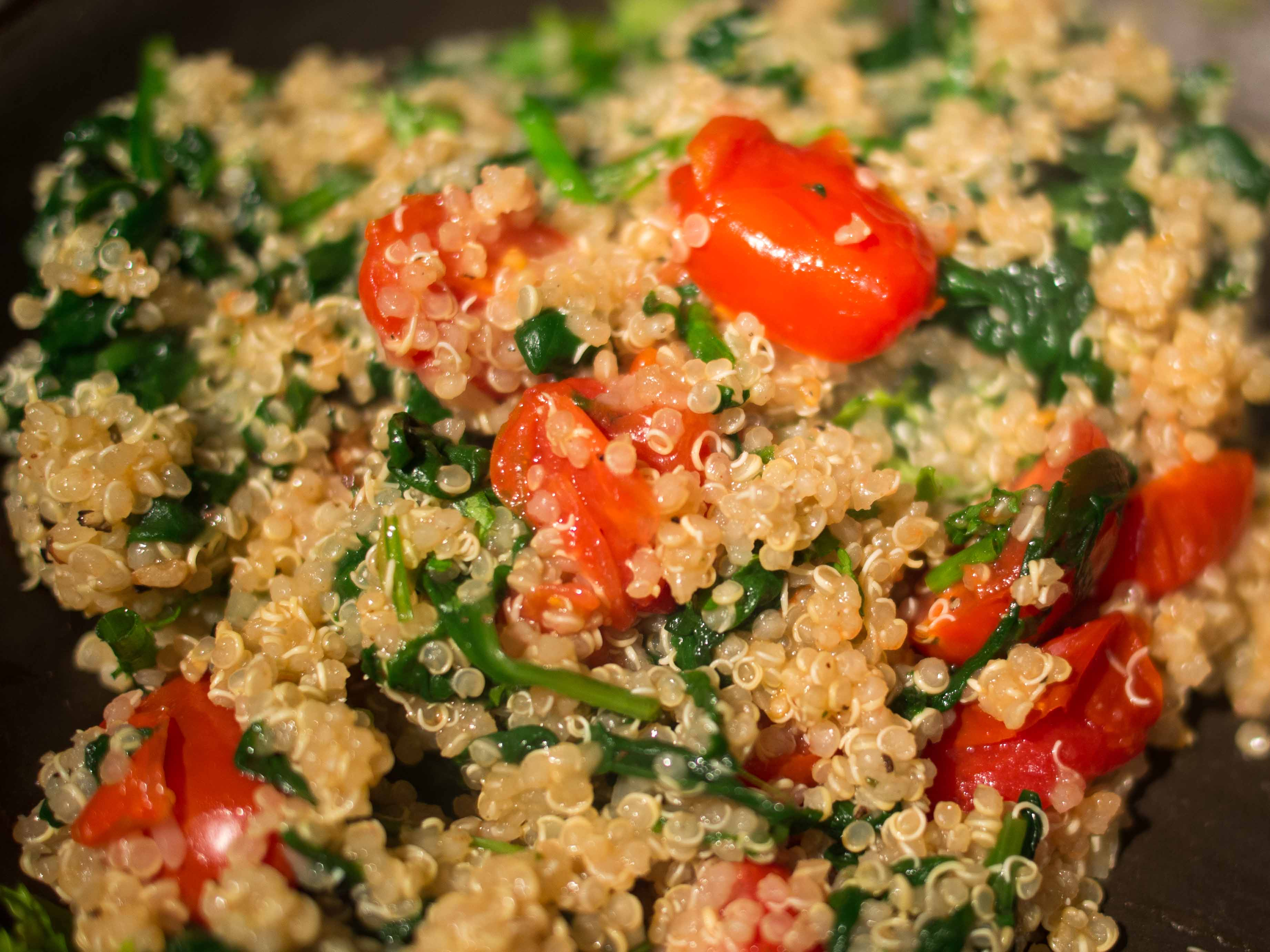Spinach & Tomato Quinoa Salad - Food & Fire